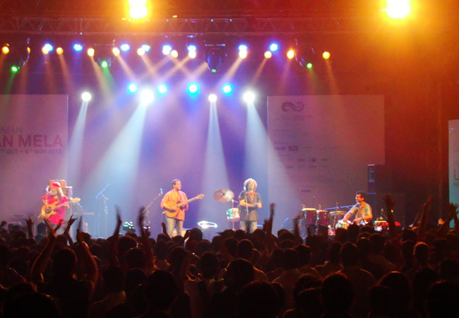 Image Showing A Band performing on the stage.